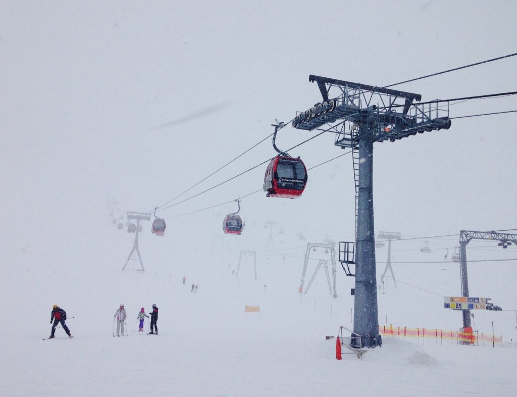 Ein Tag mit Nebel und Schneefall am Stubaier Gletscher