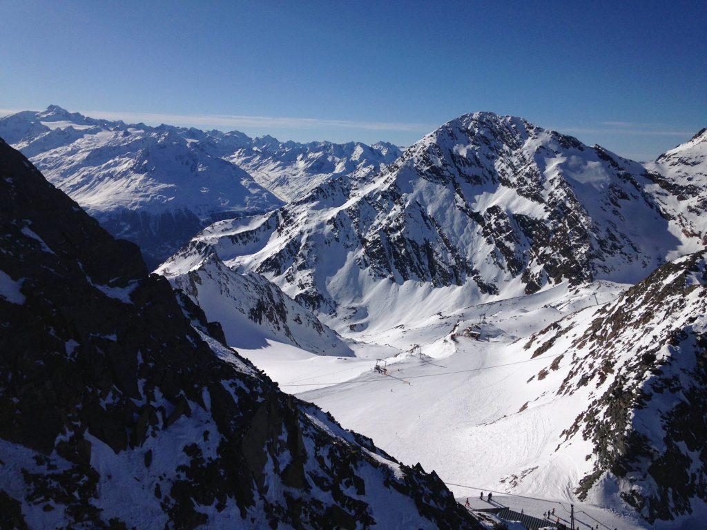 Ausblick von der Aussichtsplattform Top of Tirol am Stubaier Gletscher