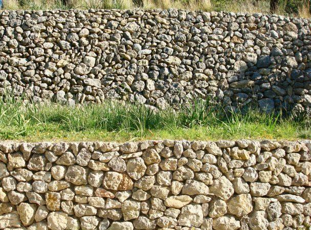 Trockensteinmauer am GR 221 Weitwanderweg auf Mallorca