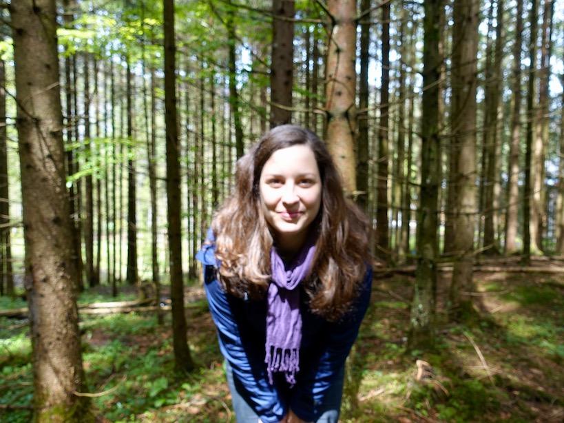 Ich stehe mitten im Wald