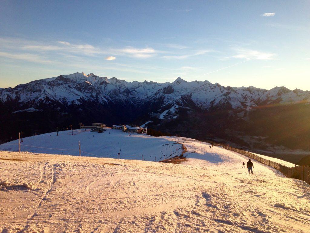 Schönes Bergpanorama bei der letzten Abfahrt auf der Schmitten